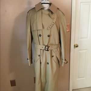 True vintage men's 1940's tan trench coat one size